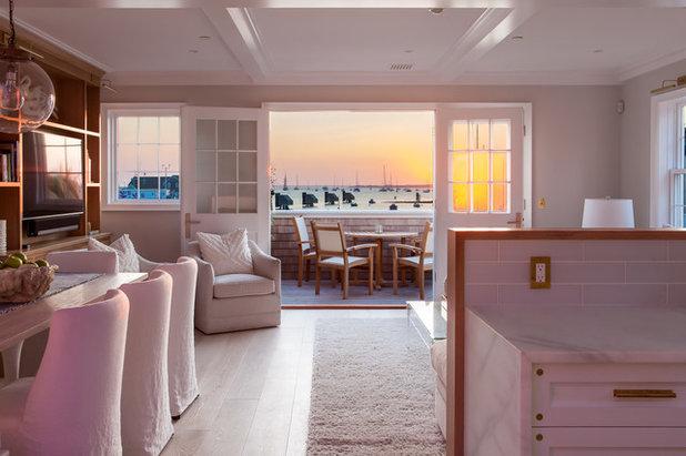 Family Room by Jonathan Raith Inc.