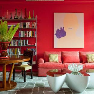Esempio di un soggiorno contemporaneo aperto con libreria, pareti rosa, nessun camino e nessuna TV