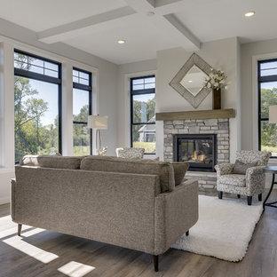Пример оригинального дизайна: открытая гостиная комната среднего размера в стиле современная классика с серыми стенами, полом из винила, фасадом камина из камня и розовым полом