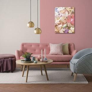 シドニーの小さいミッドセンチュリースタイルのおしゃれなファミリールーム (白い壁、カーペット敷き、標準型暖炉、タイルの暖炉まわり、グレーの床) の写真