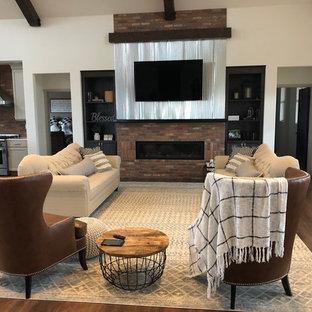 他の地域の大きいインダストリアルスタイルのおしゃれなオープンリビング (ホームバー、マルチカラーの壁、クッションフロア、横長型暖炉、レンガの暖炉まわり、壁掛け型テレビ、茶色い床) の写真