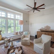 Family Room by Emerald Coast Real Estate Photography
