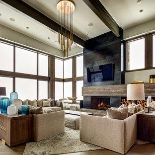 Réalisation d'une grande salle de séjour design ouverte avec un mur beige, un sol en bois foncé, une cheminée standard, un manteau de cheminée en béton, un téléviseur fixé au mur et un sol marron.
