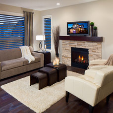 Modern Family Room by Cedarglen Homes