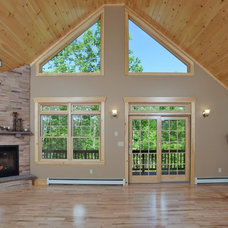 Traditional Family Room by Main Eco Homes