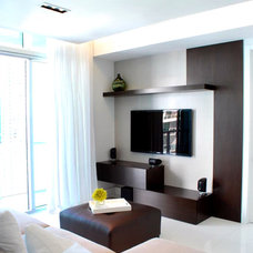 Modern Family Room by Guimar Urbina | KIS Interior Design