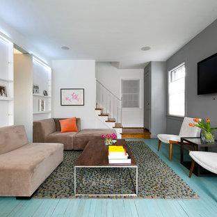 Idee per un soggiorno nordico con pavimento in legno verniciato e pavimento turchese
