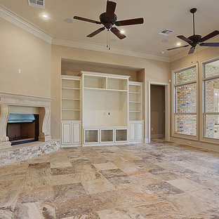 Foto di un soggiorno chic aperto con pareti beige, pavimento in travertino, camino ad angolo, cornice del camino in pietra e parete attrezzata