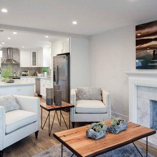 Ejemplo de salón para visitas abierto, de estilo americano, de tamaño medio, sin televisor, con paredes blancas, suelo laminado, estufa de leña, marco de chimenea de piedra y suelo marrón