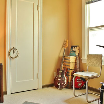 A Musician's Vintage Style Brings a Cottage to Life