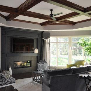 Стильный дизайн: гостиная комната в стиле современная классика с угловым ТВ, серыми стенами, темным паркетным полом, горизонтальным камином и фасадом камина из плитки - последний тренд