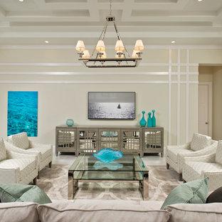 Exemple d'une salle de séjour exotique avec un bar de salon et un mur beige.