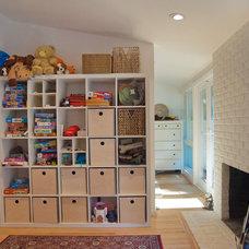 Contemporary Family Room by anat shmariahu
