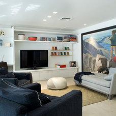 Contemporary Family Room by Dana Gordon + Roy Gordon: Architecture Studio