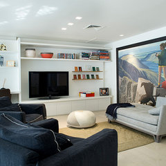 contemporary family room by Dana Gordon + Roy Gordon Architecture Studio