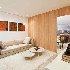 Contemporary Family Room by Eduarda Correa Arquitetura & Interiores