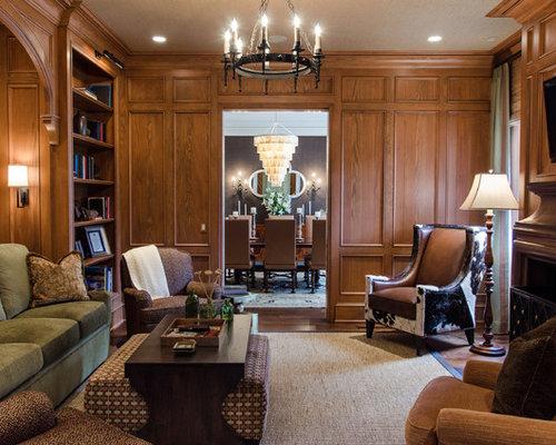 Salle de séjour avec une bibliothèque ou un coin lecture de luxe ...