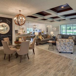Cette photo montre une grande salle de séjour chic ouverte avec un mur gris et sol en stratifié.