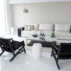 Modern Family Room by Guimar Urbina | KIS Interior Design