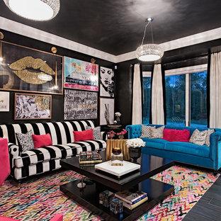 Inspiration pour une salle de séjour traditionnelle de taille moyenne et fermée avec un mur noir, un sol noir, un sol en vinyl, aucune cheminée et aucun téléviseur.