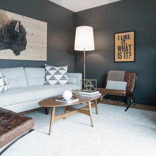 Foto de sala de estar vintage, pequeña, sin chimenea, con paredes negras y suelo de madera clara