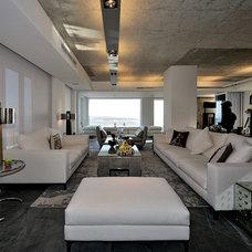 Modern Family Room by Peerutin Architects