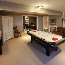Modern Family Room by Schnarr Craftsmen Inc