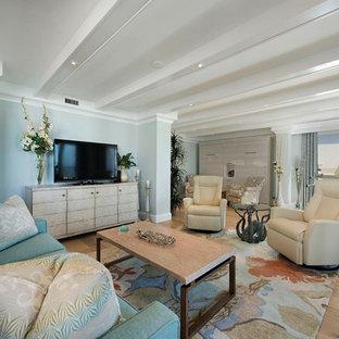 Idee per un grande soggiorno stile marino stile loft con libreria, pareti blu, parquet chiaro, TV a parete, nessun camino e pavimento beige