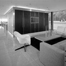 Modern Family Room by spfa.com