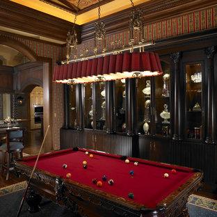 Modelo de sala de juegos en casa mediterránea con paredes beige