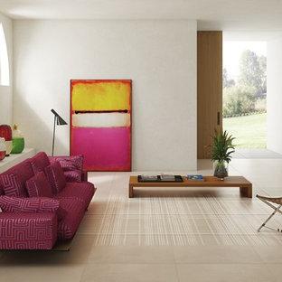 オレンジカウンティの大きいアジアンスタイルのおしゃれな独立型ファミリールーム (白い壁、磁器タイルの床、暖炉なし、テレビなし、ベージュの床) の写真