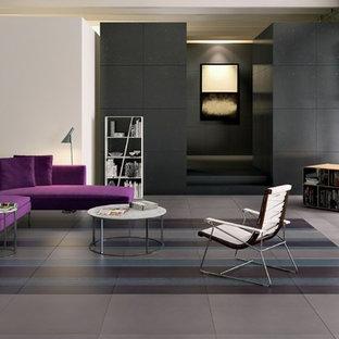 Immagine di un grande soggiorno etnico chiuso con pareti bianche, pavimento in gres porcellanato, nessun camino, nessuna TV e pavimento beige