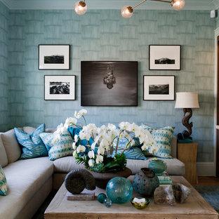 ニューヨークのコンテンポラリースタイルのおしゃれなファミリールーム (マルチカラーの壁) の写真