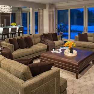 Foto di un ampio soggiorno design aperto con angolo bar, pareti beige e parete attrezzata