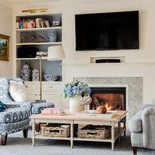 ボストンの大きいビーチスタイルのおしゃれなファミリールーム (グレーの壁、無垢フローリング、標準型暖炉、タイルの暖炉まわり、壁掛け型テレビ、茶色い床) の写真