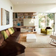 Midcentury Family Room by Shubin + Donaldson Architects, Inc.