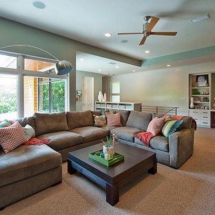 Ispirazione per un soggiorno contemporaneo stile loft con pareti blu e moquette