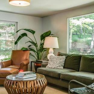 グランドラピッズの大きいミッドセンチュリースタイルのおしゃれなファミリールーム (白い壁、カーペット敷き、暖炉なし、テレビなし) の写真