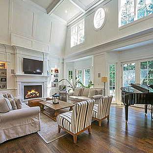 Cottage family room photo in New York