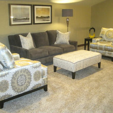 Traditional Family Room by Hallmark Homes Inc.
