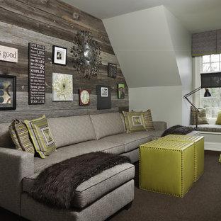 デトロイトの中サイズのラスティックスタイルのおしゃれな独立型ファミリールーム (白い壁、カーペット敷き、暖炉なし、テレビなし、茶色い床) の写真