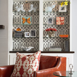Foto de sala de estar clásica renovada con paredes grises