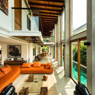 Réalisation d'une très grande salle de séjour design ouverte avec aucun téléviseur.