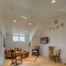 Farmhouse Family Room by Selle Valley Construction, Inc.