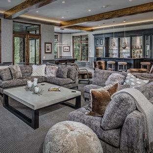 Ispirazione per un grande soggiorno stile rurale aperto con angolo bar, pareti grigie, moquette, pavimento grigio, nessun camino e nessuna TV