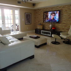 Modern Family Room By Irene