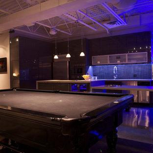 Immagine di un soggiorno minimal aperto con sala giochi, pareti beige e pavimento in cemento