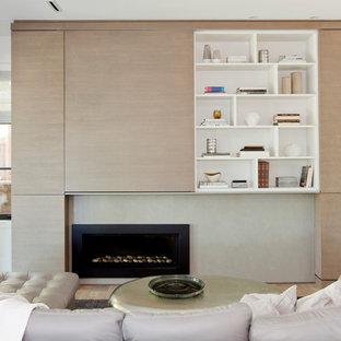 バンクーバーの中サイズのコンテンポラリースタイルのおしゃれなファミリールーム (白い壁、淡色無垢フローリング、横長型暖炉、コンクリートの暖炉まわり、内蔵型テレビ) の写真