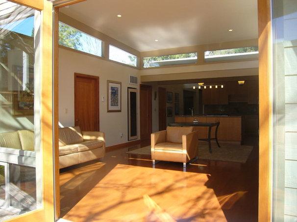 Modern Family Room by Kurt Worthington