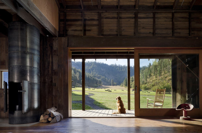 Rustic Family Room by MW|Works Architecture+Design